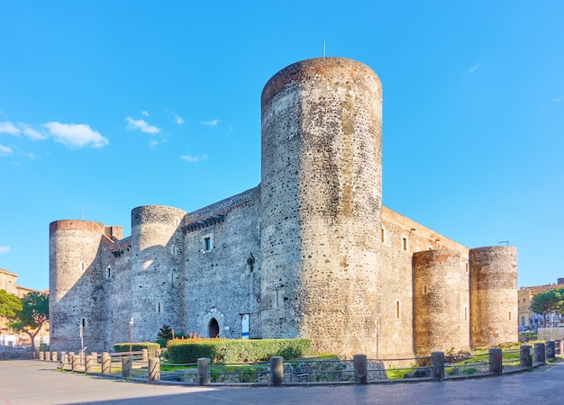 Замок урсино в катании, италия