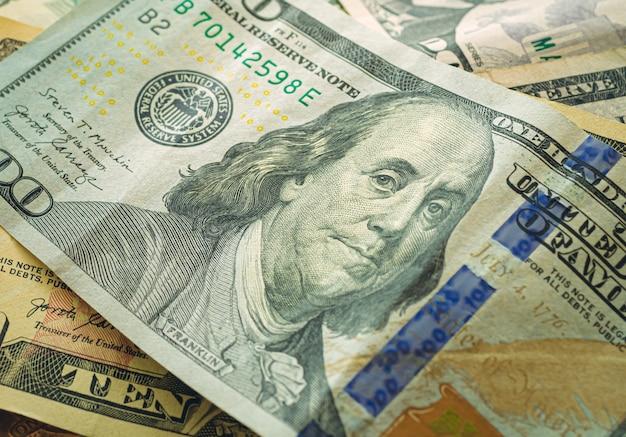 クローズアップ写真での米ドル紙幣