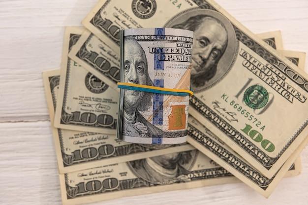 디자인 금융 개념을 위한 미국 달러 지폐