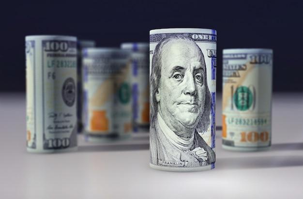 Доллары сша. банкноты сложены друг на друга