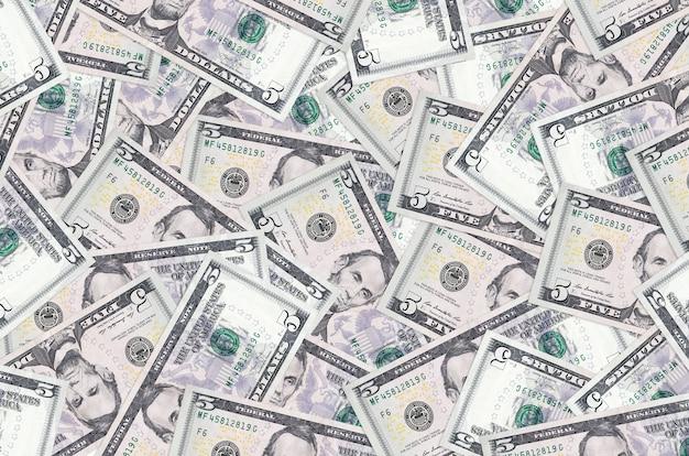 米ドル紙幣は大きな山にあります豊かな生活の概念的背景