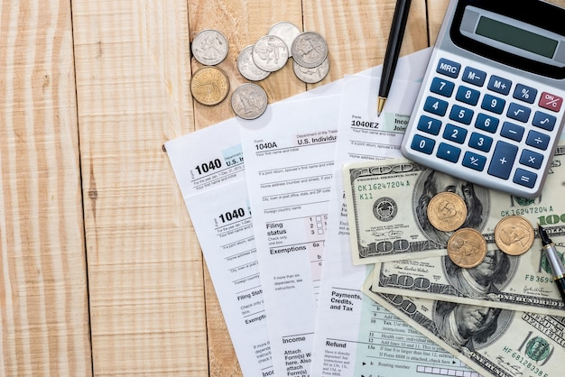 Usa filling in the tax form 1040