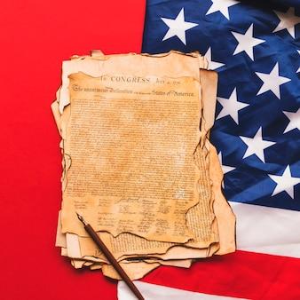 古い宣言と私たちの旗が付いている宇宙の独立概念