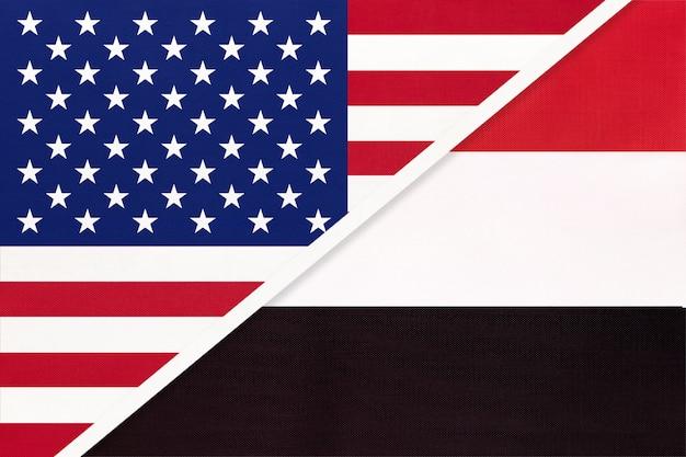 繊維からの米国対イエメンの国旗。アメリカとアジアの2つの国の関係。