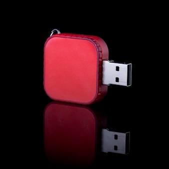 블랙에 고립 된 usb 플래시 드라이브