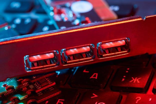 Usb拡張pciカードスロットのクローズアップ。コンピューター。