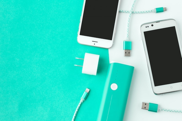 Зарядное устройство для смартфона и usb-кабеля с копией пространства