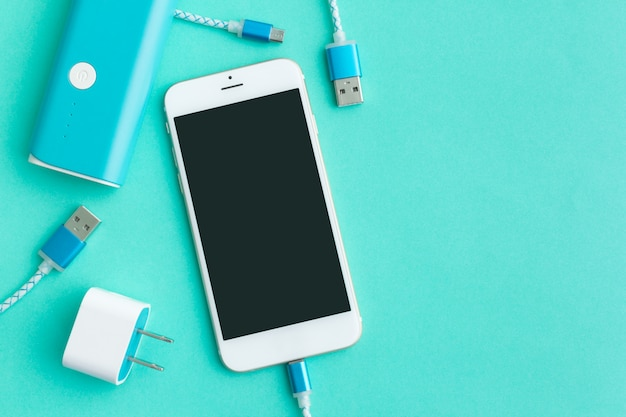 上面図のスマートフォンとタブレット用のusb充電ケーブル