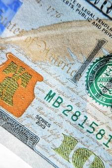 Долар сша крупным планом. текстура макроса части долларовой банкноты. текстура банкноты usd.