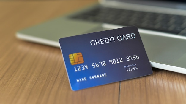 Use credit cards and macbooks to buy - images