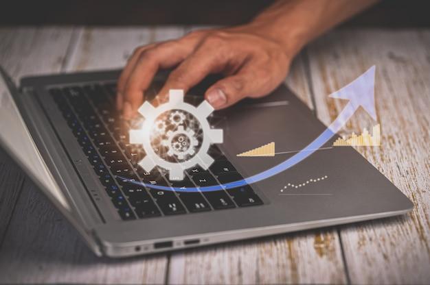 ラップトップ、分析、金融および銀行のテクノロジーを使用する