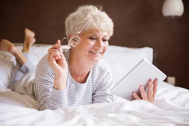 Utilizzando la tavoletta digitale a letto
