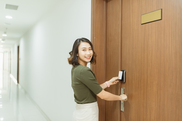Using electronic card key for access