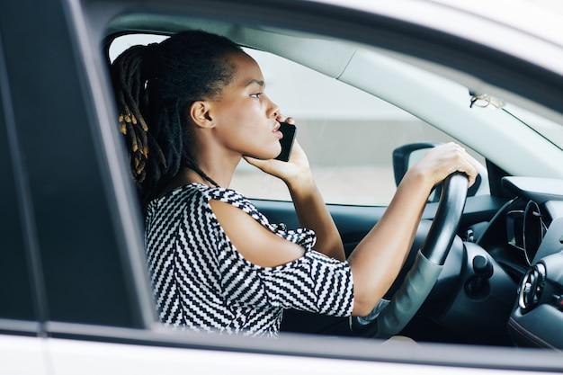 運転中の電話の使用