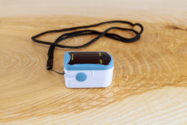 Using pulse oximeter to measure oxygen saturation, treatment at home