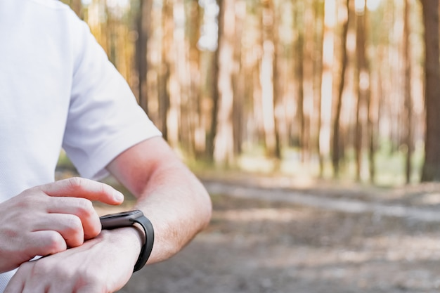 Using smart watch outdoors for walking or jogging.