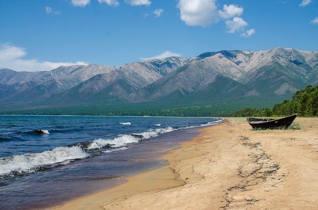 バイカルの砂浜。 ust-barguzin