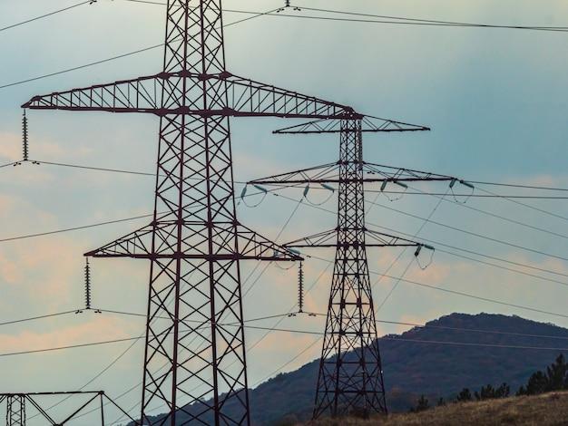 Столбы высокого напряжения инженерных сетей