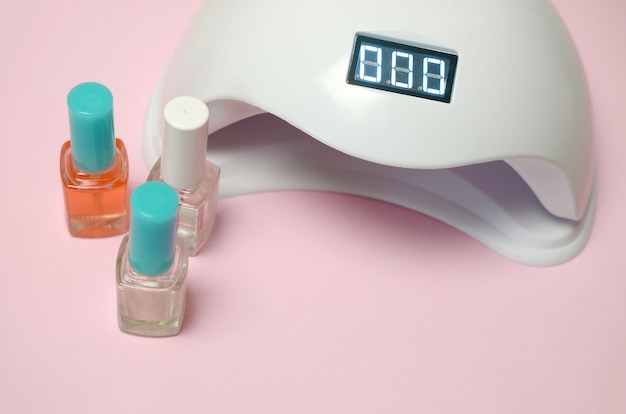 Уф-лампа для ногтей и набор косметических лаков для маникюра и педикюра