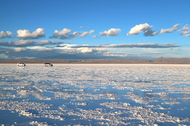Uyuni salts flatsまたはsayra de uyuni、梅雨、ボリビア、南アメリカの終わりに