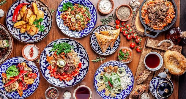Узбекский семейный стол из разных блюд