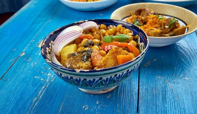 ひよこ豆のモホラ、nahot-shurpaとウズベキスタンのスープ。中央アジア料理。