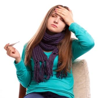 インフルエンザ。女性は風邪をひいた。 v