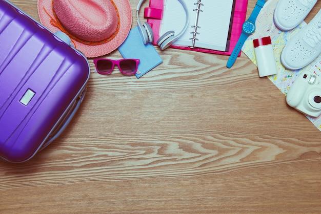 Концепция отпуска. праздничный чемодан. готов к путешествию.