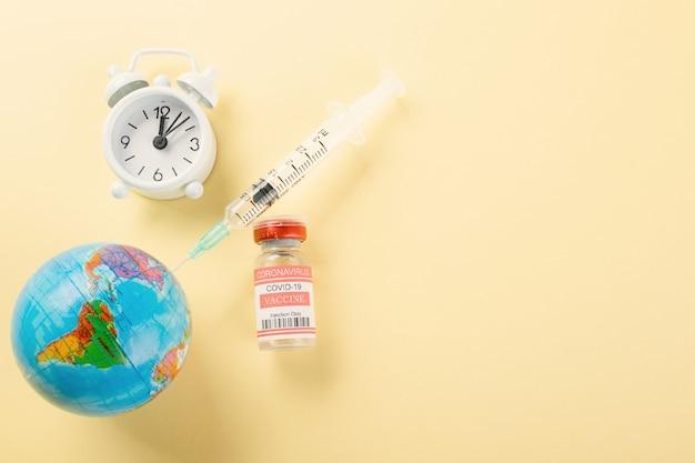 コロナウイルスと地球医学の病気に対するワクチン接種のためのワクチンバイアルボトル注射器