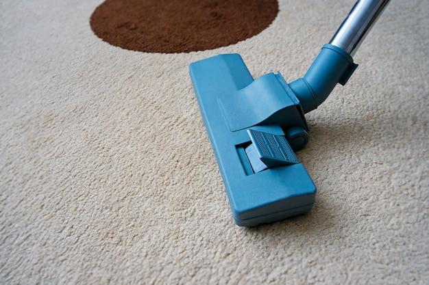 Vacuum cleaner brush for carpet cleaning