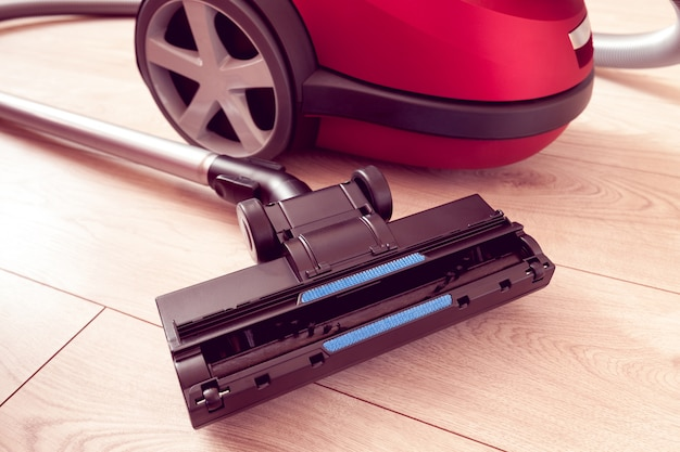 Vacuum cleaner on a laminate
