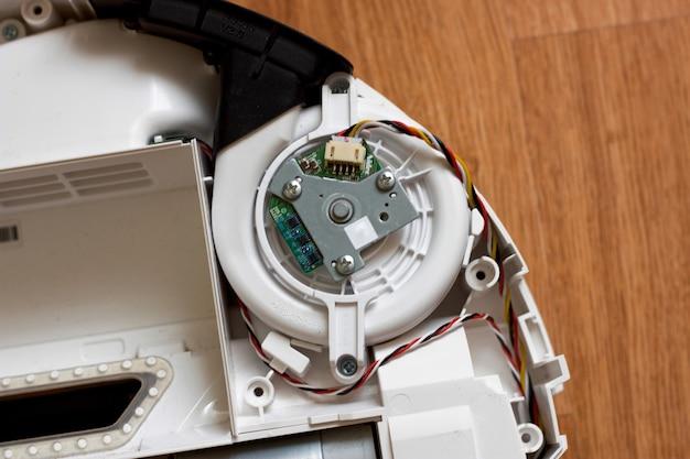 掃除機ロボットの吸気タービンのクローズアップ