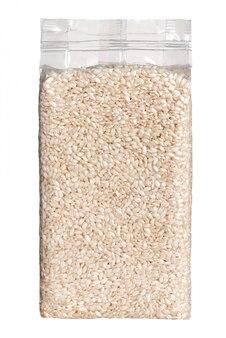 Вакуумная упаковка пластикового пакета длиннозернистого риса вид спереди