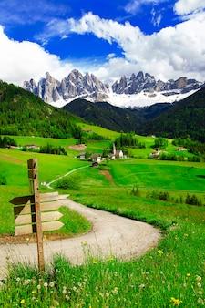 イタリア北部、ドロミテ山脈の美しいアルプスの谷、ヴァルディフネス