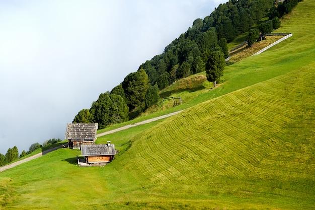 家とヴァル・ガルデーナ山渓谷