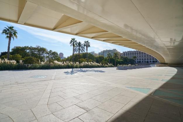 Valencia alameda exposicion bridge on turia
