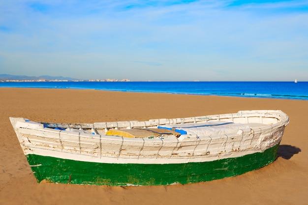 Valencia la malvarrosa beach boats stranded