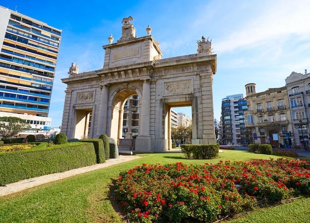 Valencia puerta porta de la mar door square