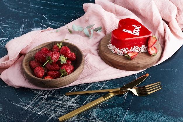 ハート型のバレンタインケーキ。