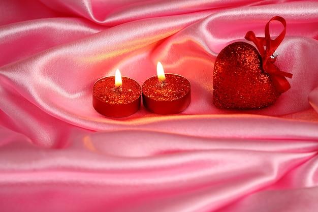 Валентина карты сердца и бланк на розовом атласе