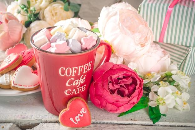 牡丹の花とホットチョコレートとバレンタインデーの背景