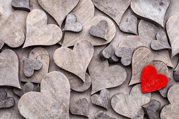 Валентина день концепция. деревянный фон формы сердца