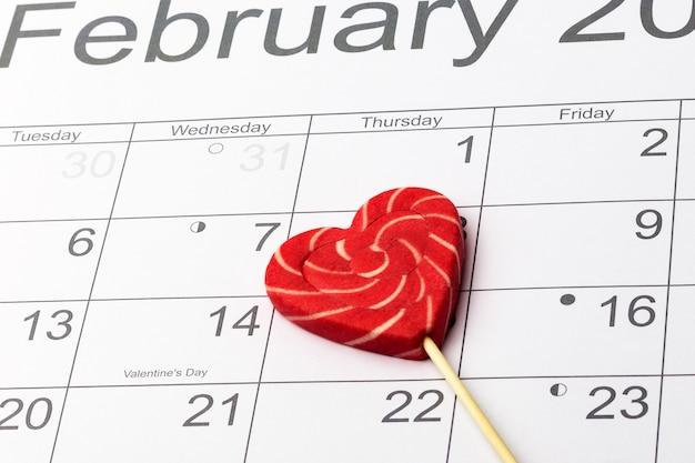カレンダーのバレンタインデーハートロリポップ