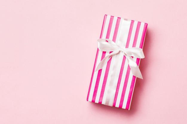 Валентина подарок в праздник украшения вид сверху, копия пространства для дизайна.