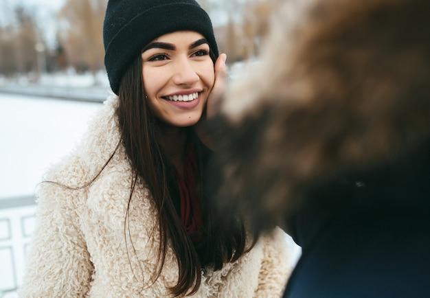 Валентина на открытом воздухе эмоции друг молодой