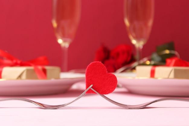 День святого валентина фон в стиле минимализма. сердечки, фон, место для вставки текста. фото высокого качества