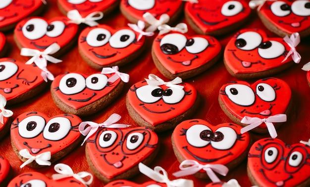 バレンタインデーのクッキー。バレンタインデーのハート型クッキー。