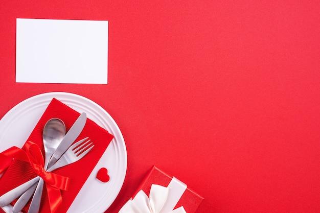 발렌타인 데이 디자인 개념 - 레스토랑의 낭만적인 접시 요리, 커플과 연인 데이트를 위한 휴일 축하 식사 프로모션, 꼭대기 전망, 평평한 평지, 머리 위