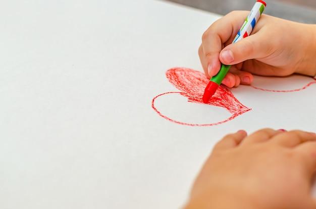 발렌타인 데이, 소녀는 종이에 마음을 그립니다, 공간 복사
