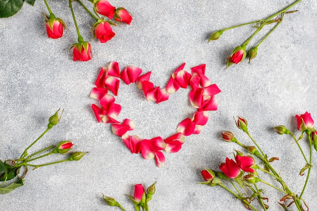 Biglietto di auguri di san valentino con fiori di rosa.